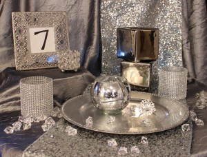 Using a monochromatic tablescape is anything but boring when it has lots of sparkle.  | Events with Vizability