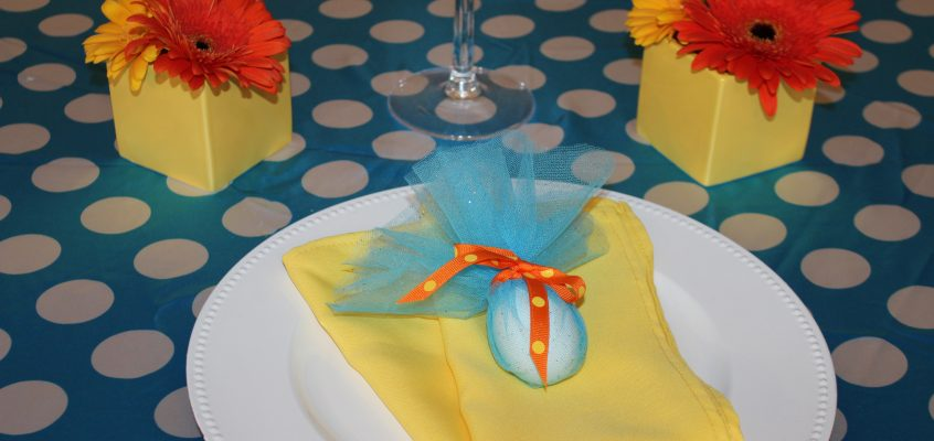 Sp-egg-tacular table decor, just in time for Easter