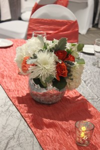 Neutral florals with accents of deep and pastel coral were gorgeous table accents.