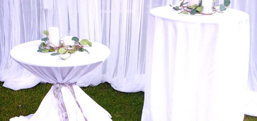Mix and mingle with cocktail tables